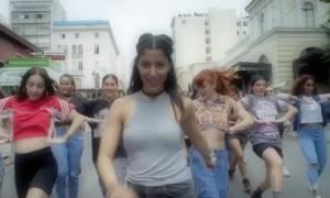 Ποια είναι η Μαρίνα Σάττι που έχει ρίξει το ίντερνετ με το τραγούδι της