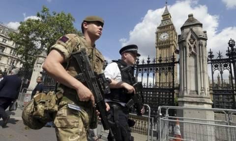 Επίθεση στο Μάντσεστερ: Φεύγει ο στρατός από τους δρόμους