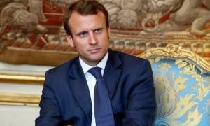 Ο Μακρόν υπόσχεται να κρατήσει σκληρή στάση απέναντι στον Πούτιν