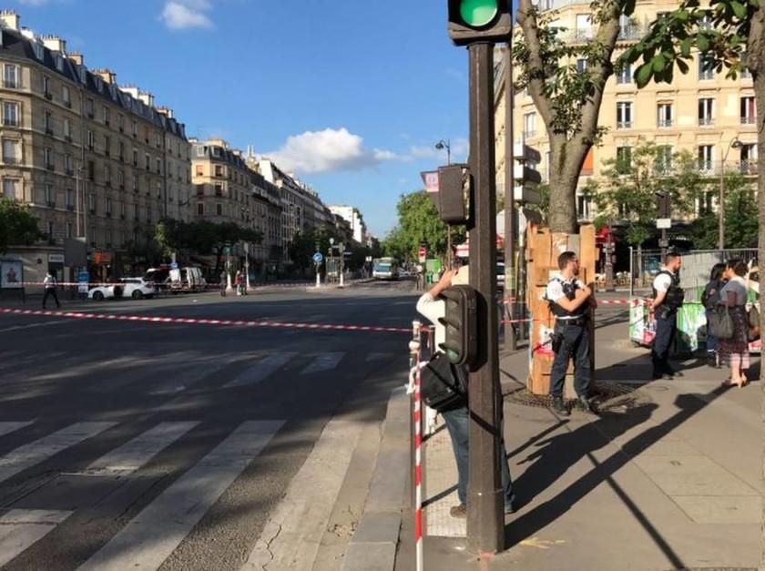Συναγερμός στο Παρίσι: Ακινητοποίησαν λεωφορείο - Πληροφορίες για άνδρες με εκρηκτικά (pics)