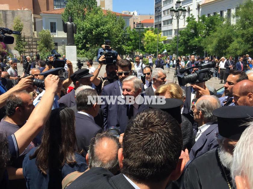 Μητσοτάκης κηδεία: Στην Ιερά Μητρόπολη Αθηνών ο τέως βασιλιάς Κωνσταντίνος (vid+pics)