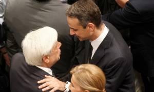 Κωνσταντίνος Μητσοτάκης - Λύγισε ο Παυλόπουλος: Ευλογημένα τα χώματα της Κρήτης που θα σε σκεπάσουν