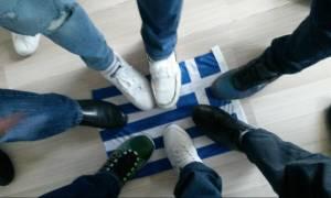 Νέα πρόκληση: Αλβανοί ποδοπατούν την ελληνική σημαία