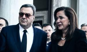 Κηδεία Μητσοτάκη: Η στιγμή που ο Ισίδωρος Κούβελος λιποθυμά στην Μητρόπολη (vid)