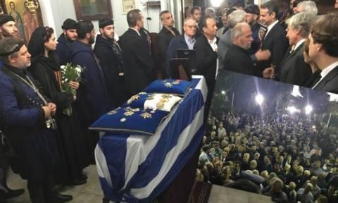 Κηδεία Μητσοτάκη: Η Κρήτη «αποχαιρετά» τον... Ψηλό (pics&vid)