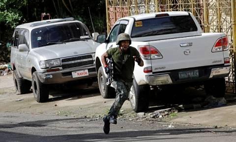 Τραγωδία στις Φιλιππίνες: Ο Ντουτέρτε βομβάρδισε το στρατό του - Τουλάχιστον 10 στρατιώτες νεκροί