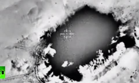 Φωτιά από ψηλά: Δείτε συγκλονιστικό βίντεο από ρωσικό βομβαρδισμό κατά του ISIS στη Συρία