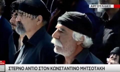 Ανατριχίλα: Οι Κρητικοί αποχαιρέτησαν με ριζίτικα τον Κωνσταντίνο Μητσοτάκη (video)