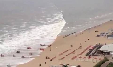 Τρόμος στην Ολλανδία: Μίνι τσουνάμι σάρωσε τις ακτές! (vid)