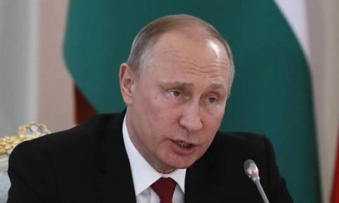 Πούτιν: Ο Σνόουντεν έκανε λάθος αλλά δεν είναι προδότης