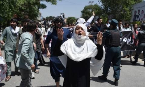 Αιματοβαμμένη κηδεία στο Αφγανιστάν: Τουλάχιστον 12 νεκροί
