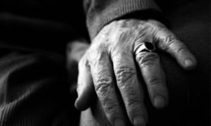 Στιγμές τρόμου για ηλικιωμένο στη Φθιώτιδα: Τον χτύπησαν, τον έδεσαν και τον λήστεψαν