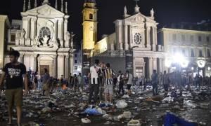 Παραλίγο τραγωδία στο Τορίνο: 600 τραυματίες από την υποχώρηση κιγκλιδώματος