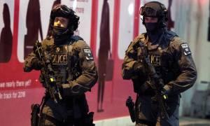 Επίθεση Λονδίνο: Συγκλονιστικό βίντεο από τη στιγμή που οι αστυνομικοί σκοτώνουν τους δράστες