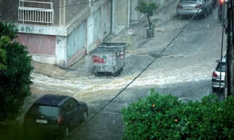 Καιρός: Χαλάζι και σφοδρές καταιγίδες στην Αττική - Άνοιξε η Πειραιώς (pics)