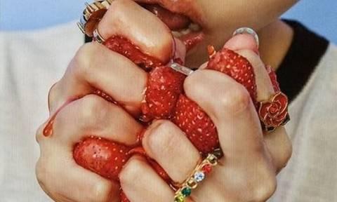 7195dd78b08 Η συνταγή της ημέρας: Κάνε την τέλεια μάσκα προσώπου κατά της λιπαρότητας  με φράουλες!
