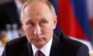 Πούτιν: Δεν υπάρχει υλικό που να εκθέτει τον Τραμπ
