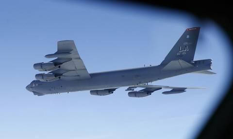 «Παιχνίδια πολέμου»: Ρωσικό μαχητικό αναχαίτισε αμερικανικό βομβαρδιστικό στην Βαλτική Θάλασσα