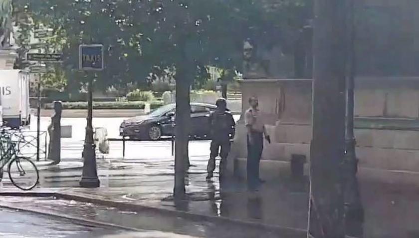 ΤΩΡΑ: Συναγερμός στη Γαλλία - Πυροβολισμοί στο Παρίσι (vid)
