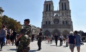 Συναγερμός στη Γαλλία: Πυροβολισμοί στην Παναγία των Παρισίων (pics+vids)