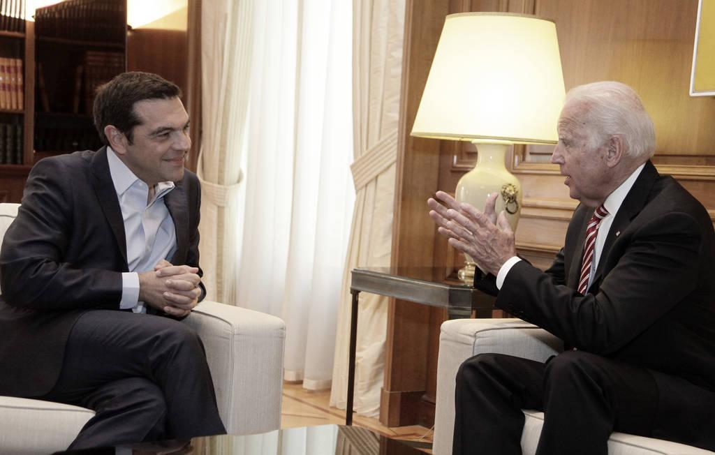 Μπάιντεν σε Τσίπρα: Ήρθε η ώρα για την ελάφρυνση του ελληνικού χρέους