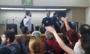 Πλειστηριασμοί: Ένταση μεταξύ διαδηλωτών και Αστυνομίας στη Θεσσαλονίκη (vid)