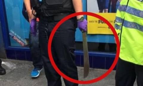 Πανικός: Κυκλοφορούσαν με ματσέτες στους δρόμους του Λονδίνου! (pics+vid)