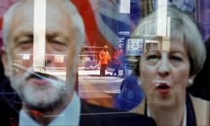 Θρίλερ στις εκλογές στη Βρετανία: Φήμες για παραίτηση της Μέι - Έχασε την αυτοδυναμία