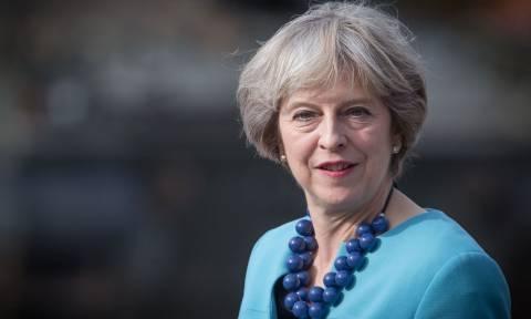 Εκλογές Βρετανία: Σχηματίζει κυβέρνηση η Τερέζα Μέι – Έκλεισε συμφωνία με το DUP της Ιρλανδίας