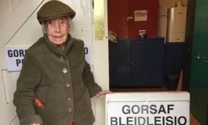 Βρετανία: Αρνήθηκαν σε γιαγιά 106 χρονών να ψηφίσει - Την έδιωξαν από το εκλογικό τμήμα (vid)