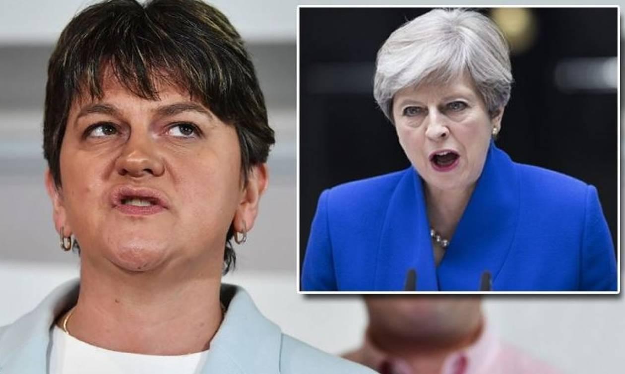 Μέι και Φόστερ: Αυτές είναι οι δύο κυρίες που θα κυβερνήσουν τη Βρετανία (pics+vids)
