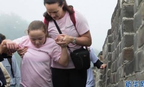 11χρονη με εγκεφαλική παράλυση έκανε το όνειρό της πραγματικότητα! Επισκέφτηκε το Σινικό Τείχος
