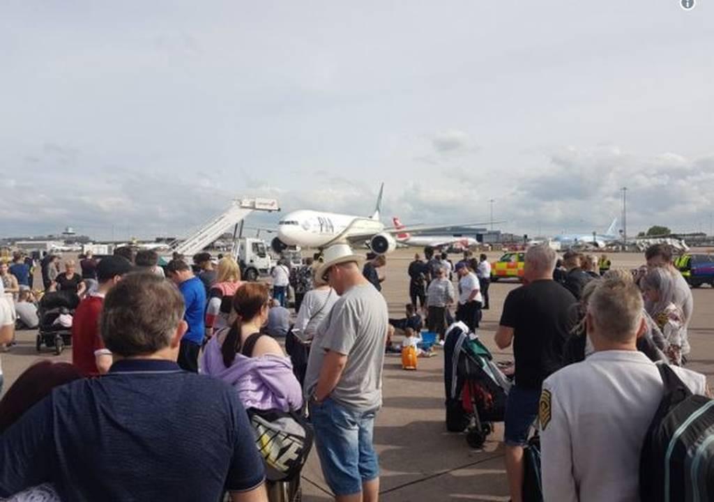 ΤΩΡΑ: Εκκενώθηκε τερματικός σταθμός στο αεροδρόμιο του Μάντσεστερ (pics+vid)