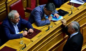 Βουλή: «Ναι» σε όλα από ΣΥΡΙΖΑ-ΑΝΕΛ στις τροπολογίες για τα προαπαιτούμενα