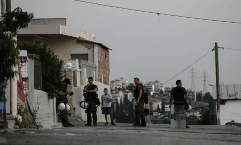 Θάνατος μαθητή στο Μενίδι: Το έσκασαν οι σεσημασμένοι από τον καταυλισμό Ρομά στην Αυλίζα (vid)