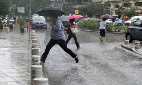 Καιρός: Αντίο καλοκαίρι… έρχονται βροχές και καταιγίδες από το απόγευμα