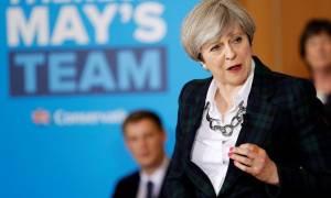 Βρετανία: Συμφώνησε με το DUP η Τερέζα Μέι για το σχηματισμό κυβέρνησης
