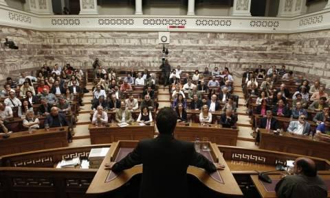 Βουλευτές ΣΥΡΙΖΑ: Ψηφίζουν, αντιδρούν και μετά αυτοκαταγγέλλονται