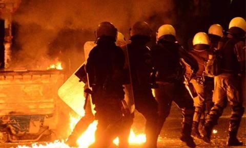 Μολότοφ ξανά στο κέντρο της Αθήνας - Επίθεση εναντίον διμοιρίας των ΜΑΤ
