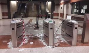 «Γυαλιά-καρφιά» ο σταθμός Μετρό του Κεραμεικού – Άγνωστοι έσπασαν τα ακυρωτικά μηχανήματα