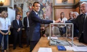 Εκλογές Γαλλία: Συντριπτική νίκη Μακρόν στον πρώτο γύρο