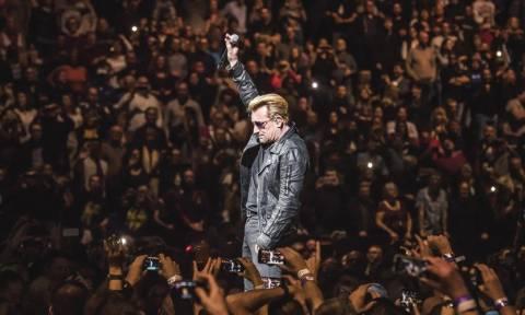 Ιστορική επανεμφάνιση των U2 - Δείτε βίντεο από το live στο Τενεσί των ΗΠΑ
