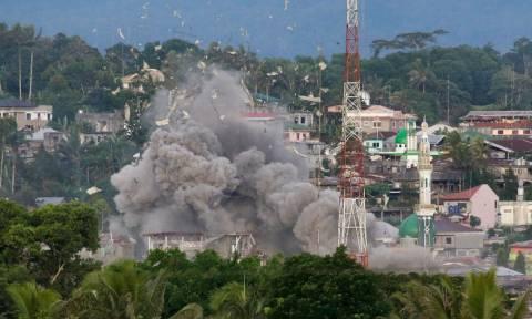 Ανηλεείς βομβαρδισμοί κατά του ISIS στις Φιλιππίνες (Pics)