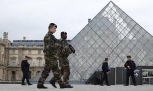 Συναγερμός στο Παρίσι: Εκκενώθηκε το Λούβρο