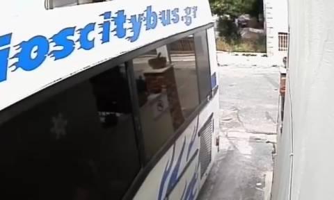 Σεισμός Μυτιλήνη: Συγκλονιστικό βίντεο – Ο σεισμός κούνησε λεωφορείο