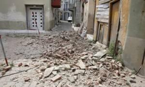 Σεισμός Μυτιλήνη: Οι βάρκες βγήκαν στη στεριά - Εικόνες καταστροφής σε Βρίσα και Πλωμάρι (vid)