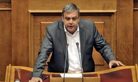 Βερναρδάκης: Οριστική λύση για τους συμβασιούχους του Δημοσίου
