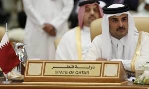 Κατάρ: Προσλαμβάνει «δεξί χέρι» του Μπους για να αντιμετωπίσει το αραβικό «μπλόκο»