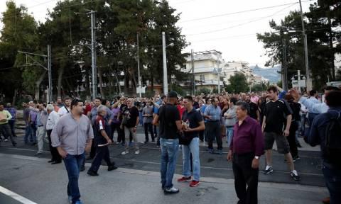 Θάνατος μαθητή στο Μενίδι: Διαμαρτυρία κατοίκων στο υπουργείο Προστασίας του Πολίτη