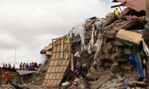 Κένυα: Δύο παιδιά ανασύρθηκαν ζωντανά από τα χαλάσματα της πολυκατοικίας που κατέρρευσε (pics)